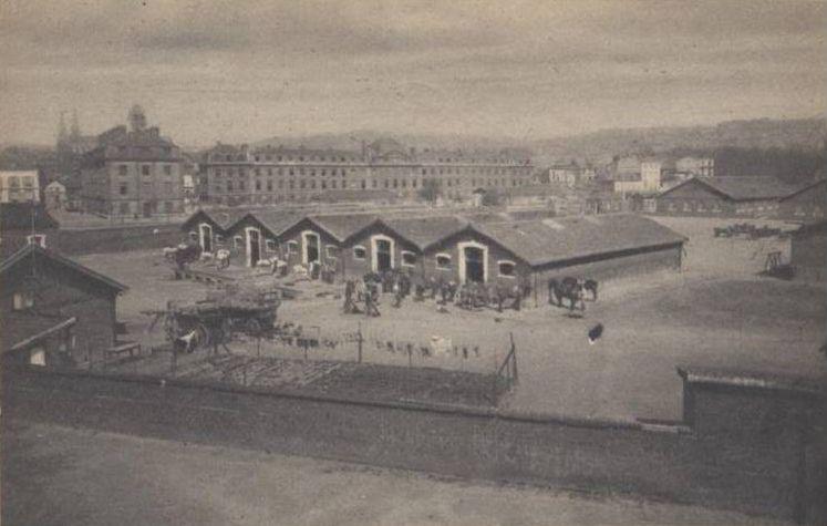 Le depot du 21e rit etait situe a la caserne jeanne d arc et le partageait avec quatre regiments d active