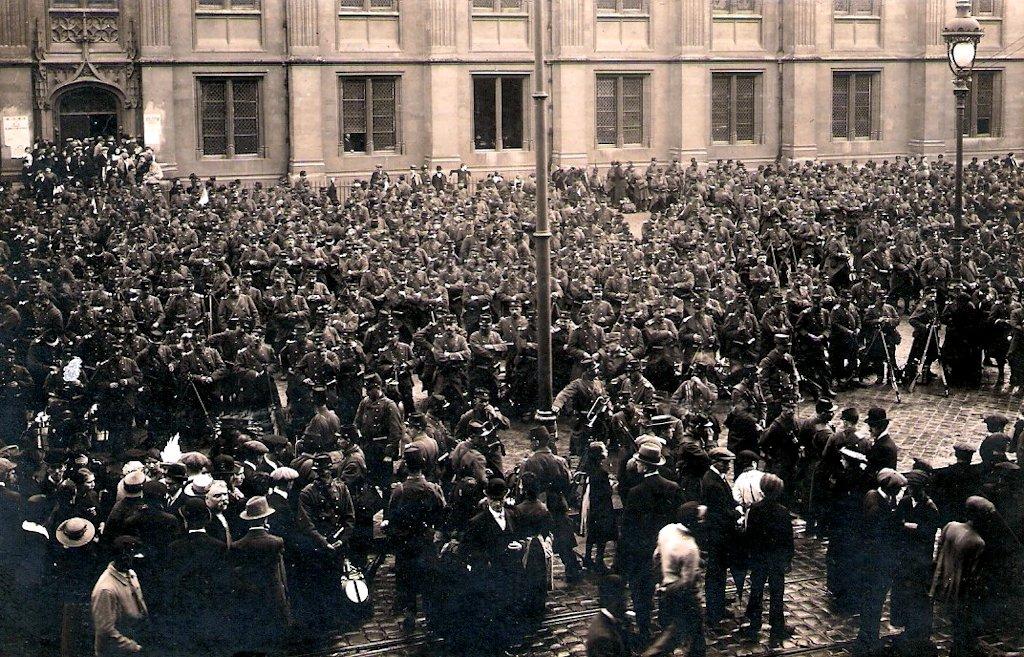 Rouen 5 aout 14 rassemblement des troupes du 39 et du 74 place verdrel